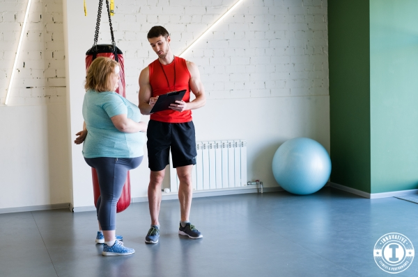 Personal Trainer presenting training plan